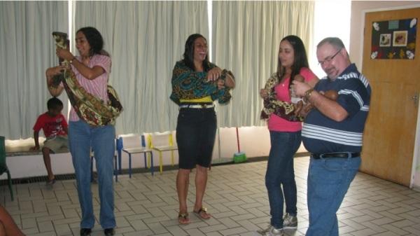Pai e mestres experimentando Moçambique, experimentando África!